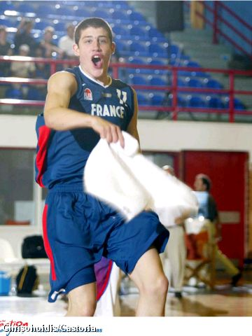 France's Adrien Moerman celebrates victory in the European Championship for U16 Men